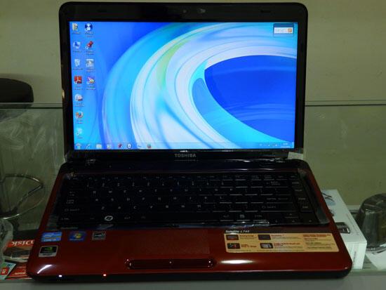 Toshiba L745 Core i5-2450M Nvidia GT525M 1GB Ram 4GB HDD 500GB Win 7 home pre fullset