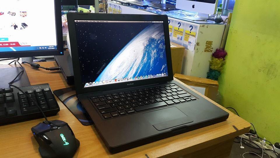 macbook black 13inc core2duo 2,4ghz MULUS SANGAT MURAH SAJA YU
