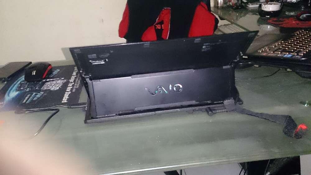 """laptop sony duo 11,6"""" layar bisa di lipat seperti tablet"""