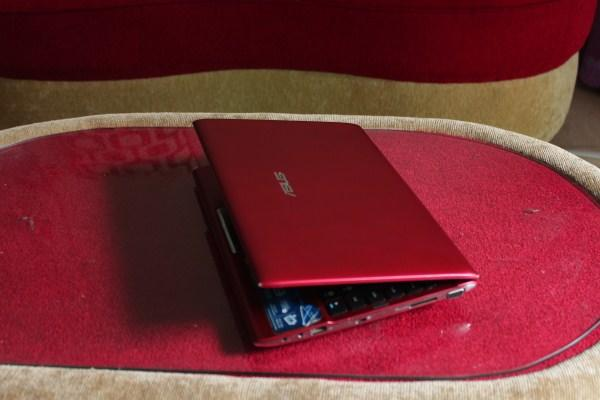 Netbook Asus Eee PC 1225C merah Intel Atom N2800/2GB/320GB Layar 11'6in murah