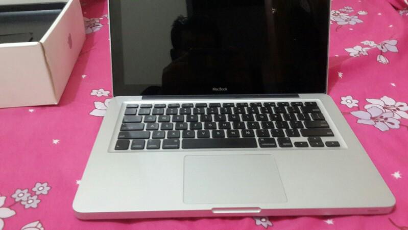 macbook unibody middle 2009 core2duo 2.0ghz ram 2gb hdd 320gb fullset like new