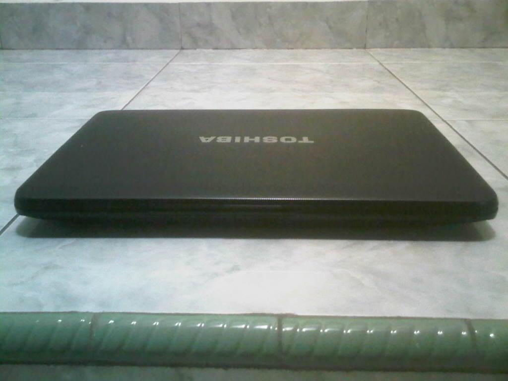 LAPTOP SLIM GAMING TOSHIBA SATELITE C800D RAM 2GB HDD320GB VGA AMD MULUS PALEMBANG