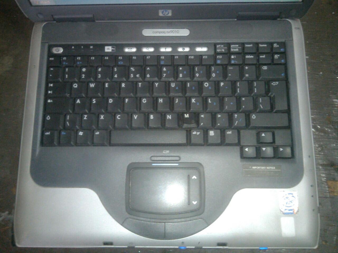 Laptop HP COMPAQ NX9010 Pentium 4