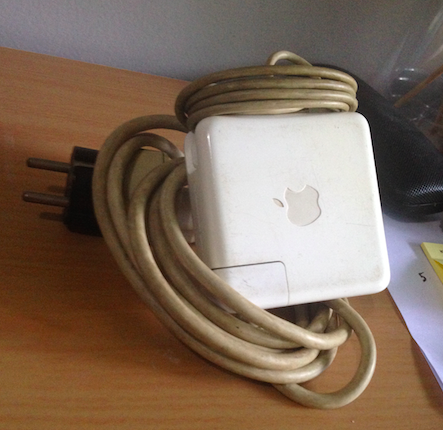Charger Macbook Pro Second