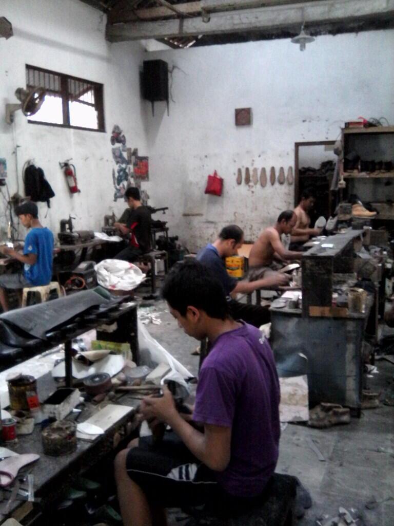 produksi sepatu boots di yogyakarta (jogja) harga murah dengan desain  sesuka kalian 2bcb5a01da