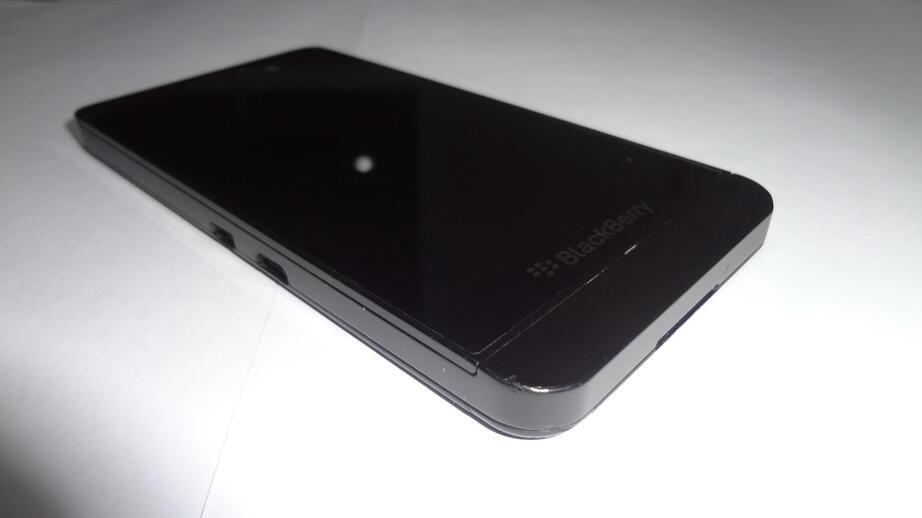 Blackberry Z10 - Fisik alakadarnya Fullset original - COD BANDUNG