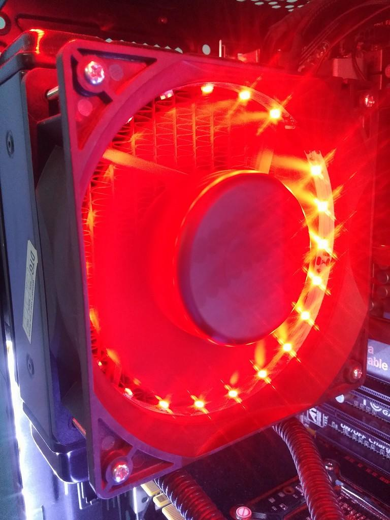 Fan 12cm High Speed Senseflow / Delta, 3500-4000rpm,With Red Led 21 SMD,Sleeved