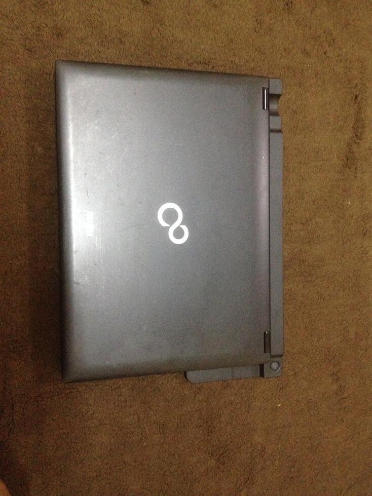 FUJITSU LIFEBOOK SH560 I5 460M 2.53Ghz|4GB RAM|500GB HDD|DOCKING|MULUSSS