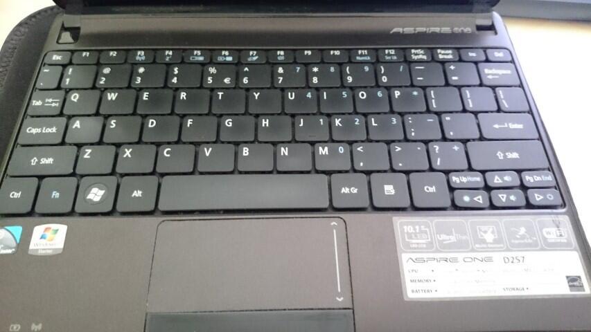 [SALE] Netbook ACER Aspire One D257 Hitam Mulus (+ Bonus Modem)