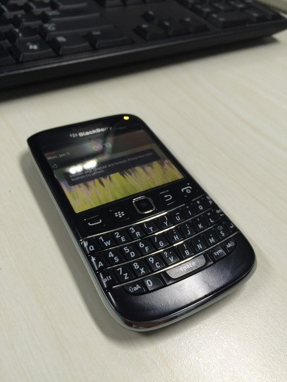 BB onyx 3 or Blackberry Bellagio Jakarta