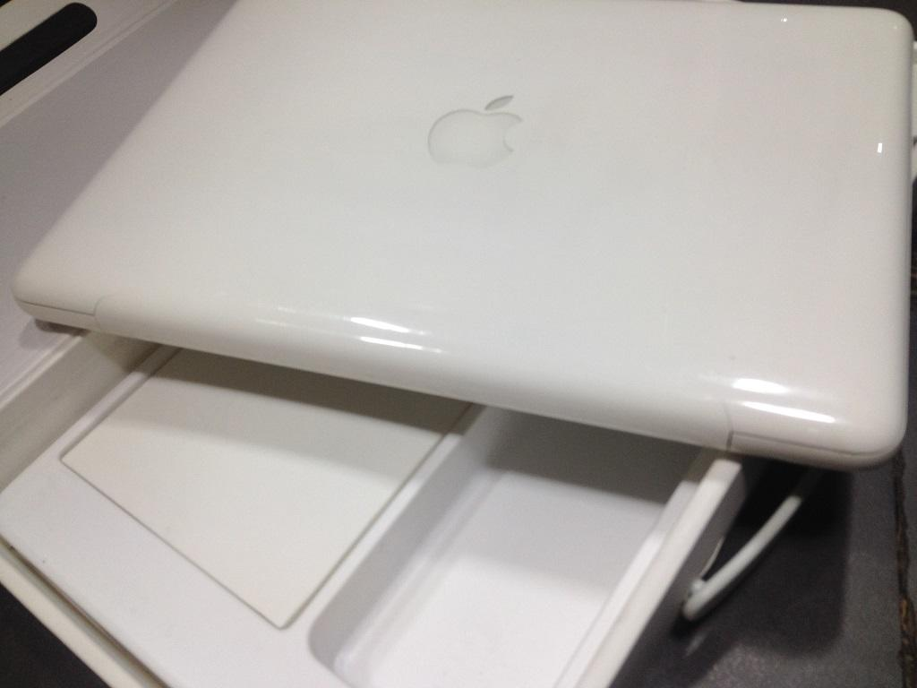 Apple - MacBook White UniBody 7.1 Murah COD Solo