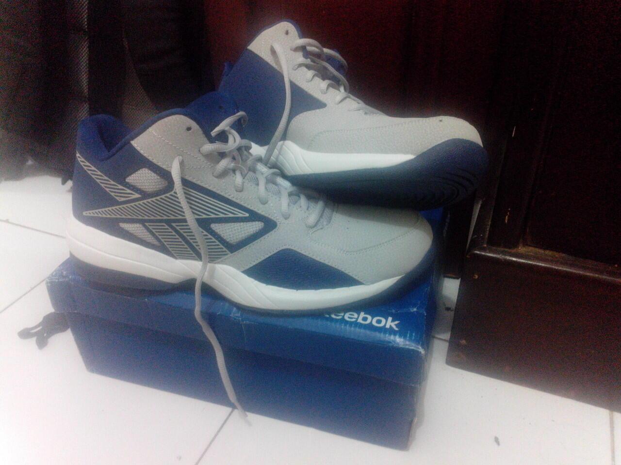Terjual Sepatu Basket Reebok deb098b813
