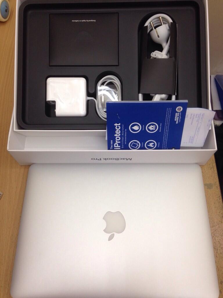 "MacBook Pro 13"" Retina Display Dual-Core Intel Core i5 128Gb Second Garansi iBox"