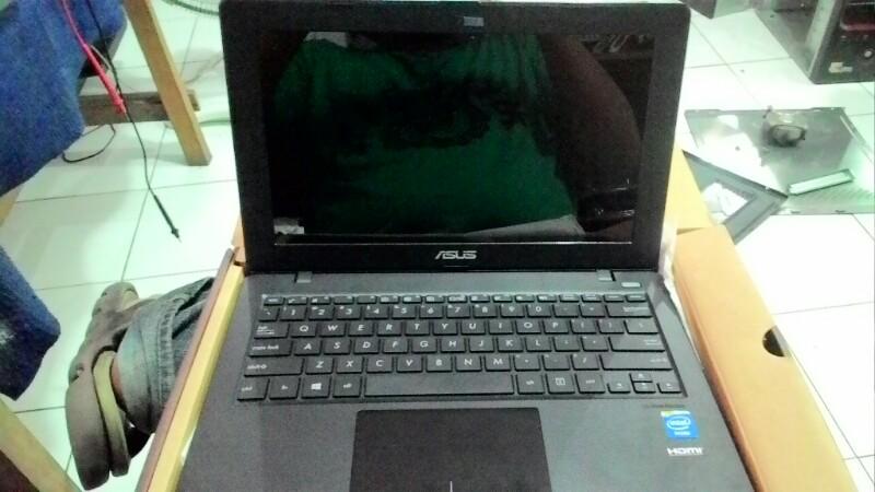 laptop asus x200m