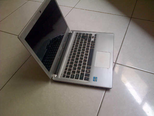 laptop acer v5-471 core i3,2gb.500gb slim normal