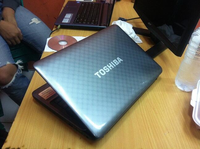 Toshiba satellite L745 Core i7-2620m Ram 4GB HDD 640GB