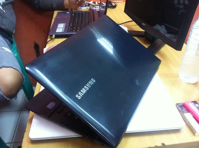 Samsung NP270E Core i3-2370m Ram 4GB HDD 500GB