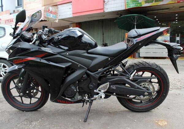Terjual Yamaha R25 Warna Hitam Baru 15KM