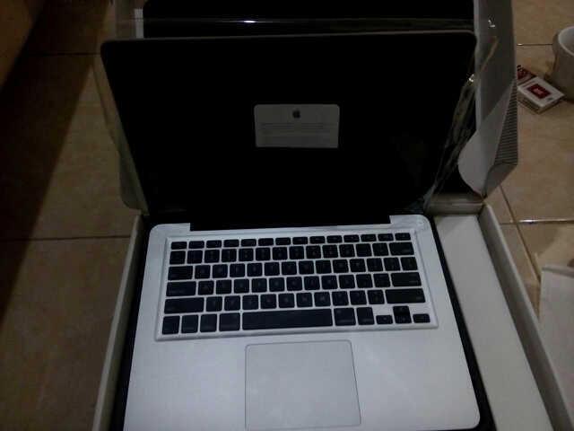 New Macbook Pro MD313 ZP/A i5 13,3'. CC 0