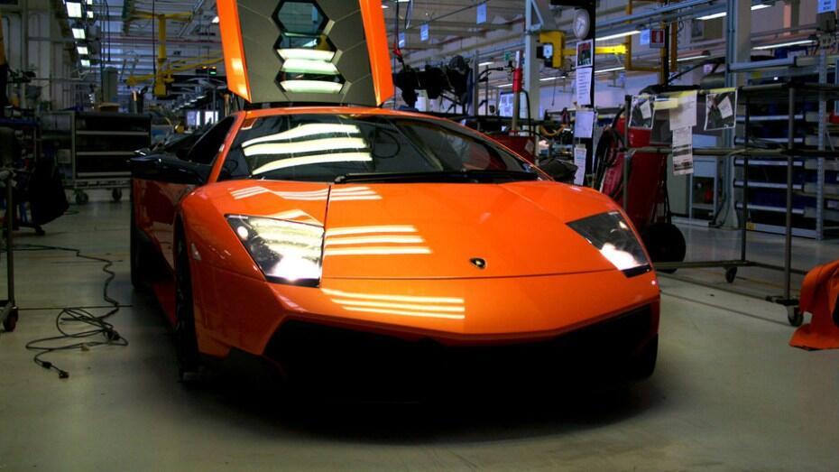 """Ternyata Mobil Super """"Lamborghini"""" Di Rakit Menggunakan Tangan"""