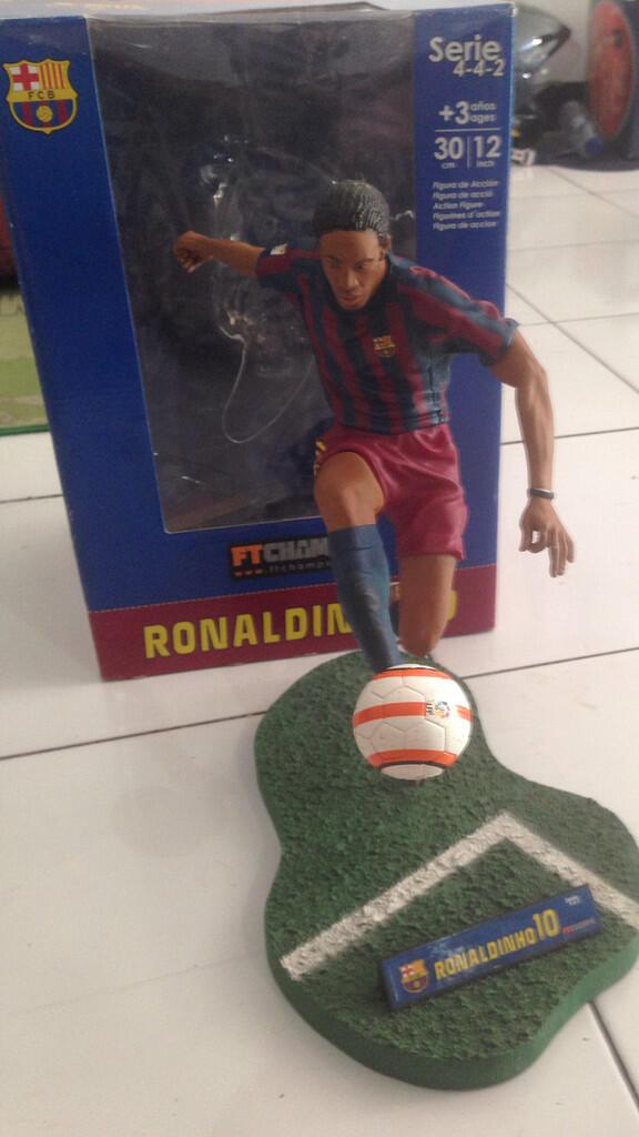 FTCHAMPS RONALDINHO 10 FC BARCELONA (BARCA) 12 INCH 30 CM