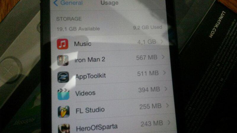 iphone 4 32GB super mulus banyak bonus