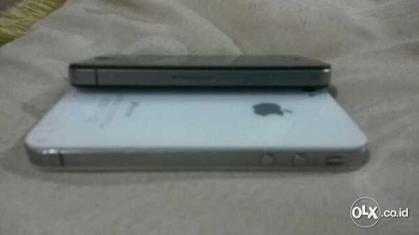 Jual Iphone 4 sepasang warna Hitam-Putih 8G Mulus