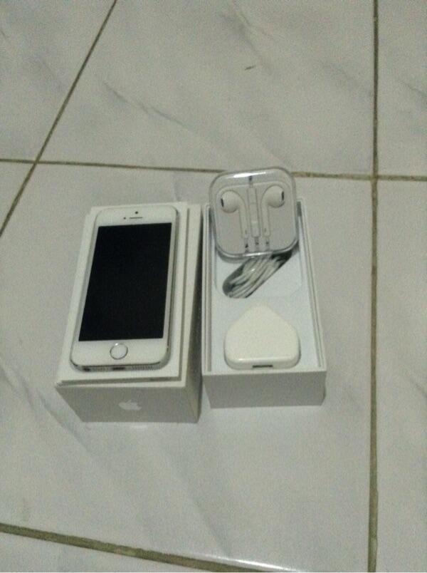 WTS Iphone 5s 16 Gb Silver Murmer Mulus