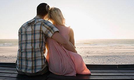 Beberapa cara agar si DOI tidak bermai gadget saat dating!