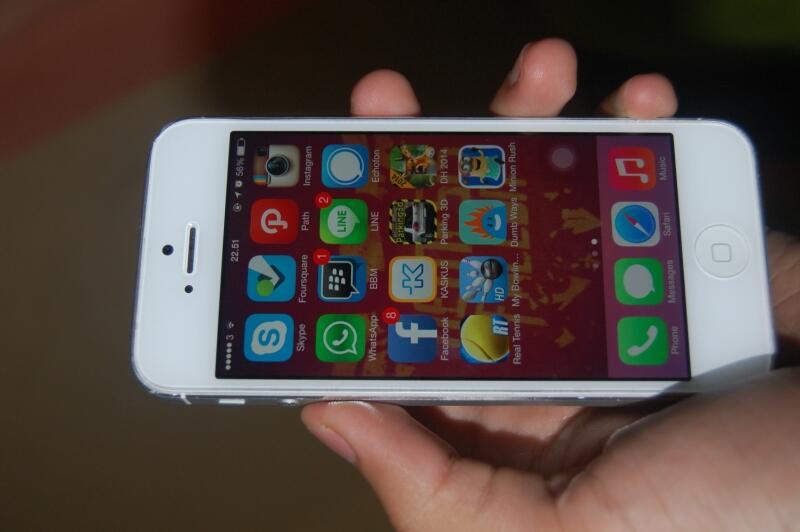 mau jual ini iphone 5 16gb 97% mulus pemakain 1,2 bulan
