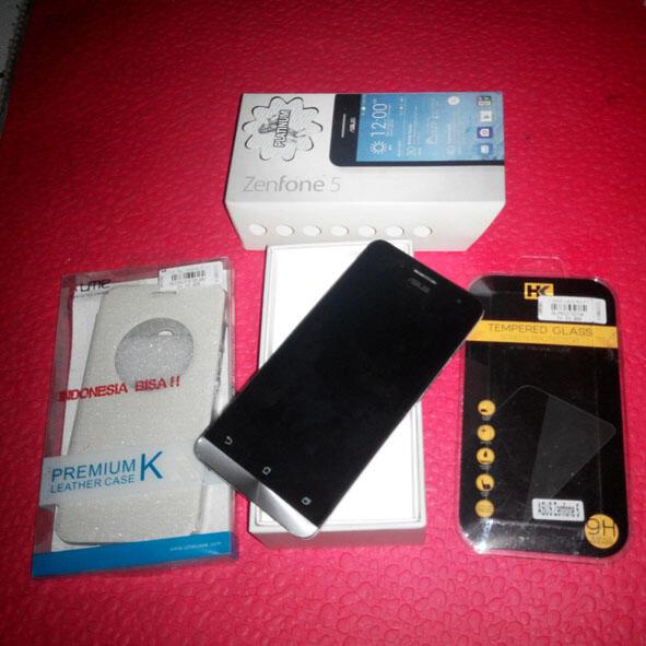 Zenfone 5 bonus tempered glass dan flipcase bandung