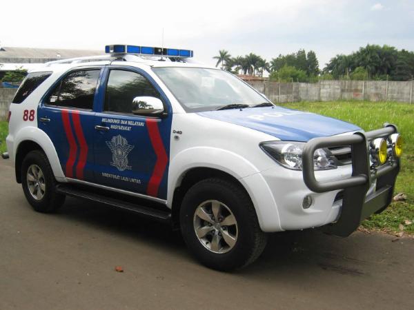 Hasil gambar untuk Isuzu Panther polisi