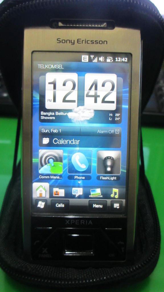 DIJUAL SONY ERICSSON XPERIA X1 - COLECTOR (MINT CONDITION)