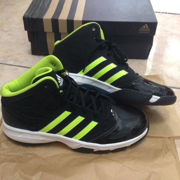 Sepatu Basket Reebok Adidas harga miring. Jersey Inside. JAMIN ORIGINAL  SEUMUR HIDUP 518396b206