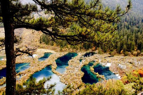 Melihat Keindahan Lembah Jiuzhaigou
