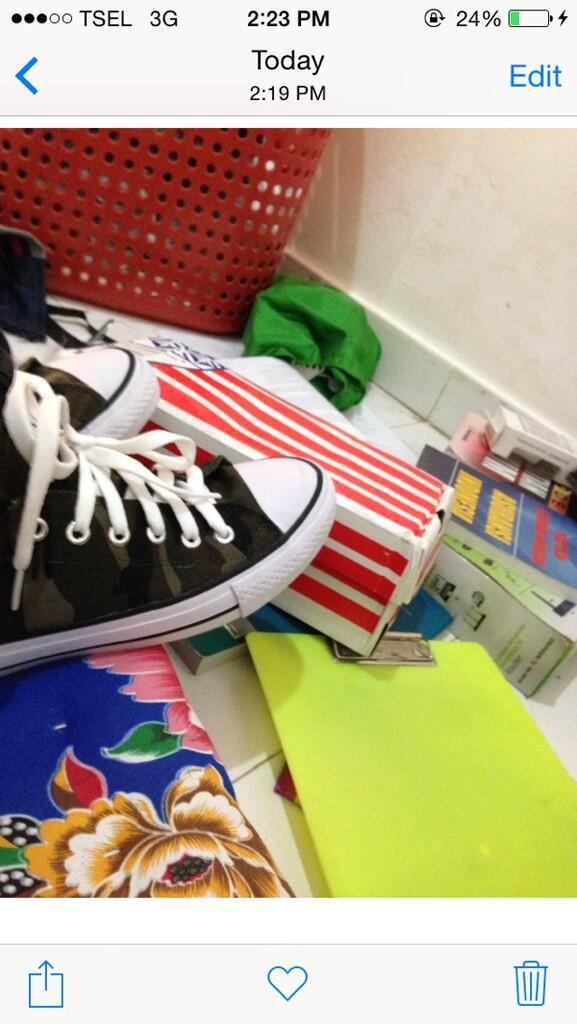 Terjual  REPOST  Jual Sepatu Converse Motif Army US Ori Ukuran 41 ... e15358fc59