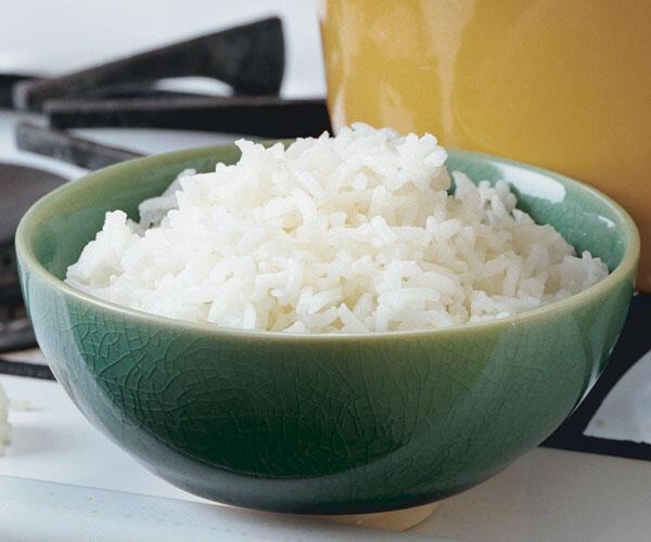 7 Kebiasaan Aneh Orang Indonesia Saat Makan