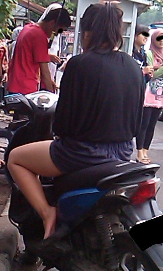 Panas-panas Gini lihat yang Seger-Seger deh.... (ini di Bandung lho)