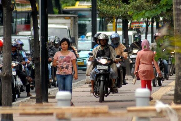 Hal Konyol yang Sering Agan Lakukan Ketika Berkendara di Jalan Raya