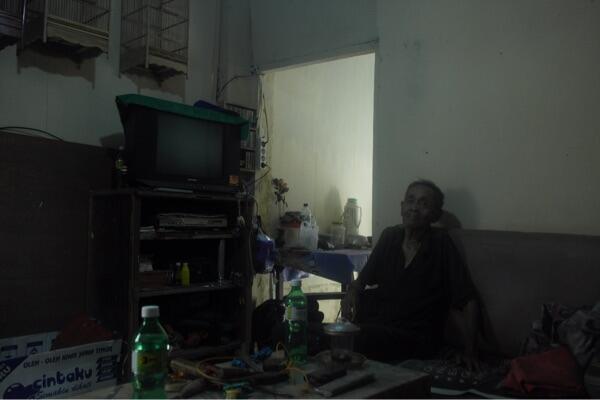 Berkat Kaskuser Kini Mbah Misari, Veteran yang berjualan sangkar, hidup lebih baik.