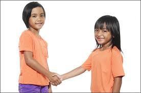 6 Trik Mendidik Anak untuk Meminta Maaf