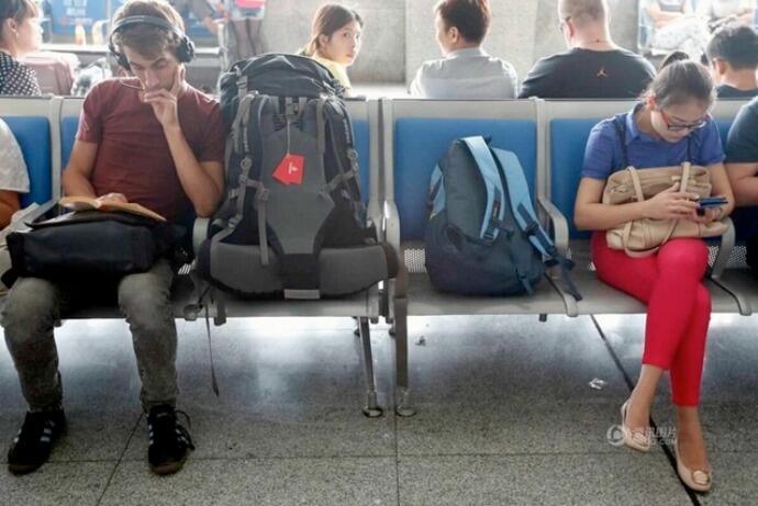Perbedaan Cara Liburan Traveler Indonesia dan Bule
