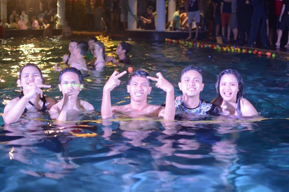 Foto foto POOL PARTY yang lagi Heboh Gan