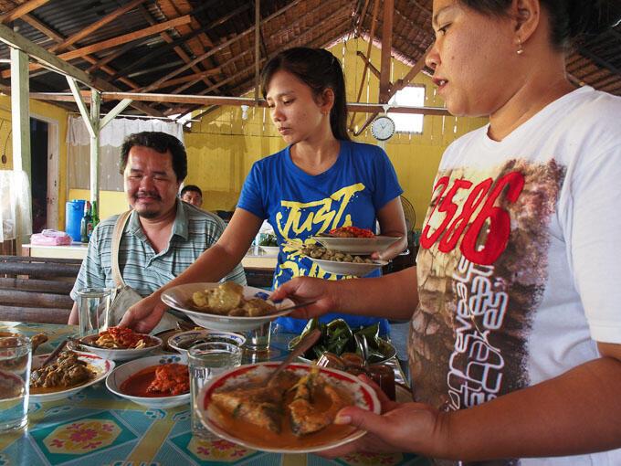 Belajar Dari Keunikan Rumah Makan Padang