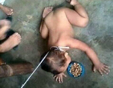 MIRIS!!! Istri Pejabat di Filipina Merantai Bayinya Seperti Anjing (+PIC)