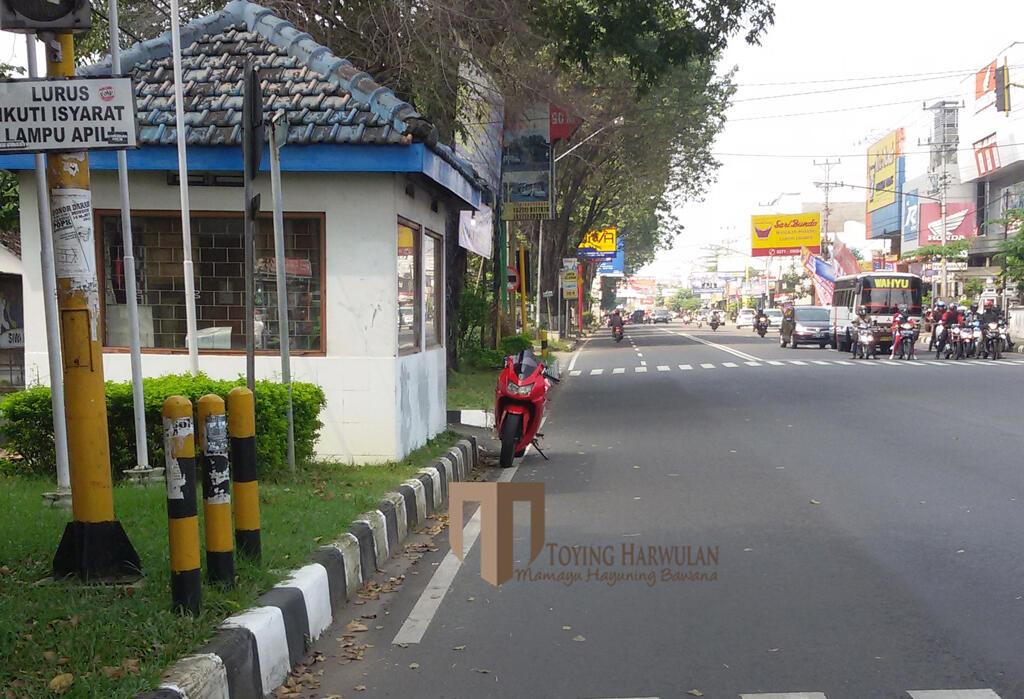 ░▒▓█ [Gubrak] Polisi Ini Parkir di Pertigaan, Jalan Provinsi Lagi █▓▒░