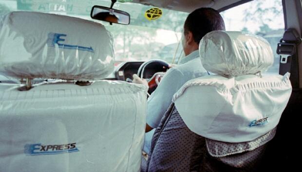 Supir Taksi Jujur ini Kembalikan Uang Jutaan Milik Penumpang