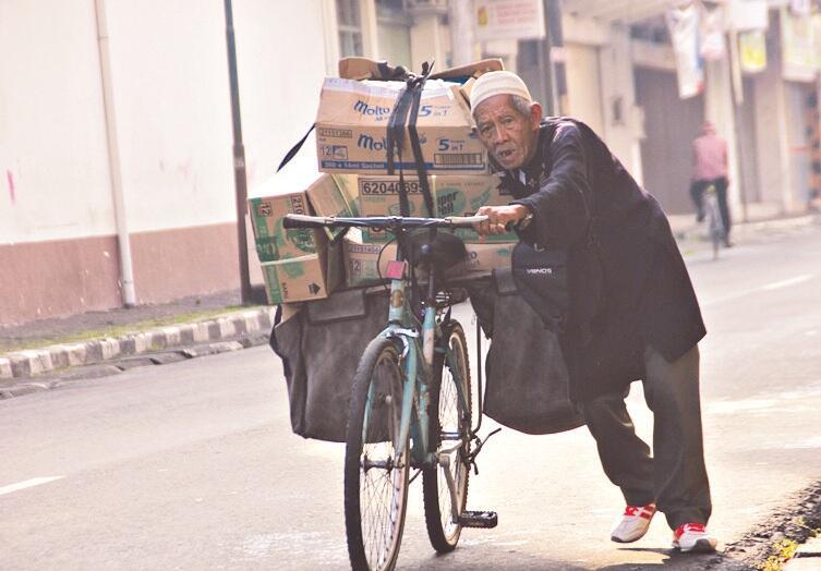 Semangat Pria 103 Tahun, Mbah Tohari Pantang Terima Imbalan Tanpa Kerja