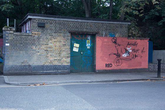 Seniman Graffiti Ini Senang Ngerjain yang Punya 'Kanvas'