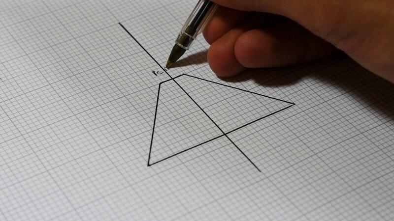 Ayo Kreatif ! Smartphone to the next level : Pyramid Hologram . Keren gan !